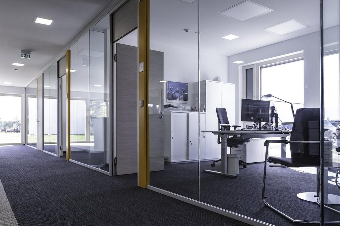 Transparente Einzelbüros